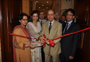 Chief guest inaugurating the scientific session by cutting the Red ribbon