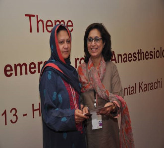 Prof. Najma Amjad giving certificate to Dr. Gauhar Afshan